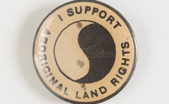 An 'I support Aboriginal Land Rights' badge, Australia, 1969-75.